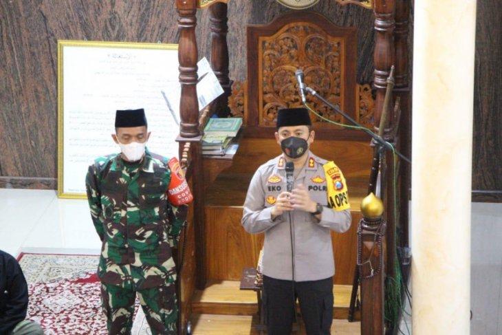Polisi dan TNI di Kediri disebar ke masjid dalam