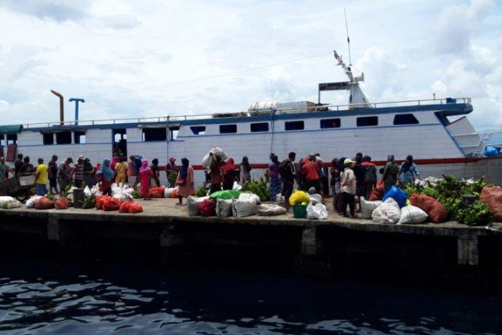 Sejumlah aktivitas pelayaran tertunda karena cuaca buruk