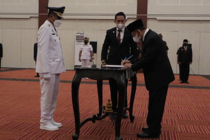 Gubernur Malut lantik Penjabat Bupati Halut