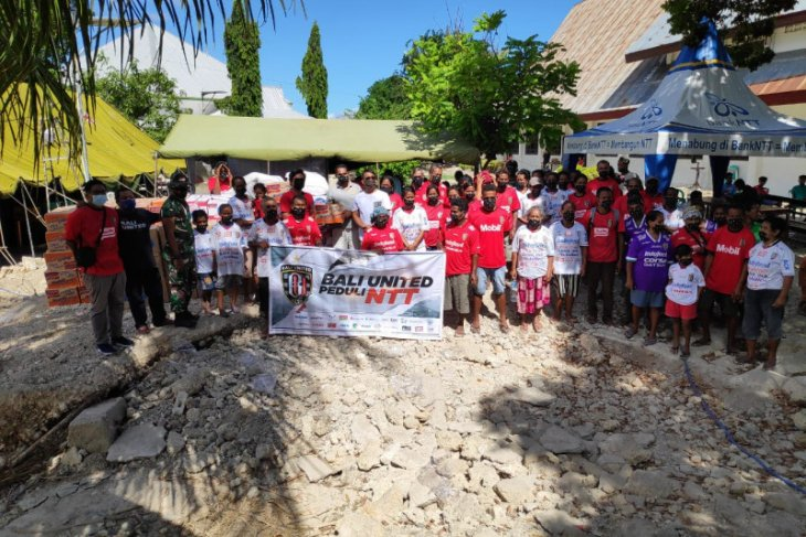 Bali United bantu pengungsi korban banjir NTT