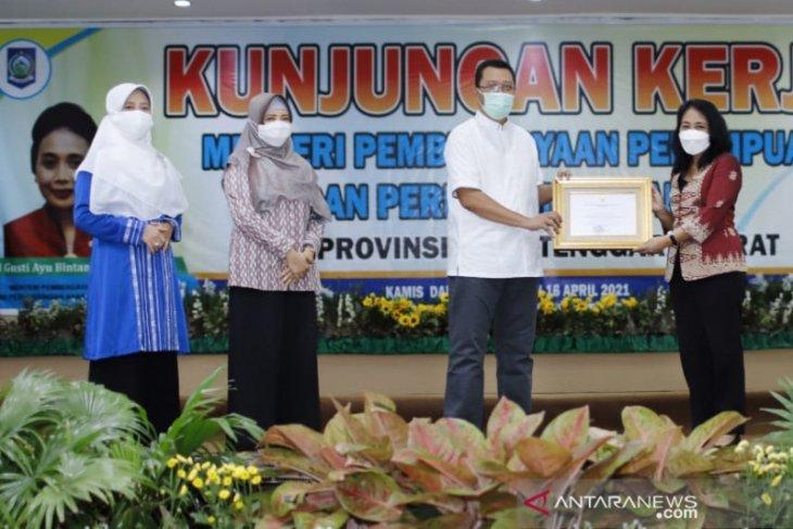 Menteri PPPA beri penghargaan kepada Gubernur NTB