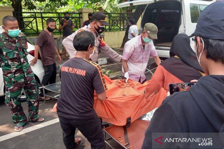 Bruk.. bangunan tembok roboh, dua pekerja asal Jateng meninggal