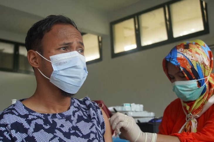 Para pemain PSMS Medan jalani vaksinasi COVID-19