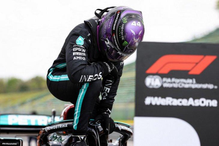 Lewis Hamilton raih pole position ke-99 dalam karier di GP Emilia Romagna