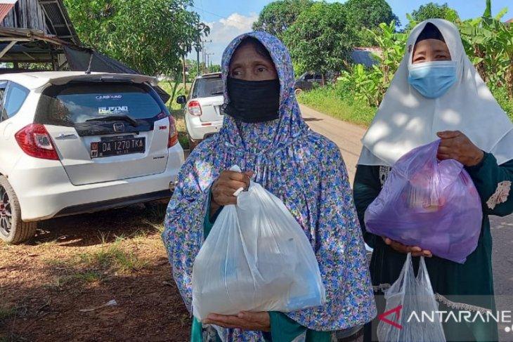 Warga Desa Raden senang Diskopdag gelar pasar murah