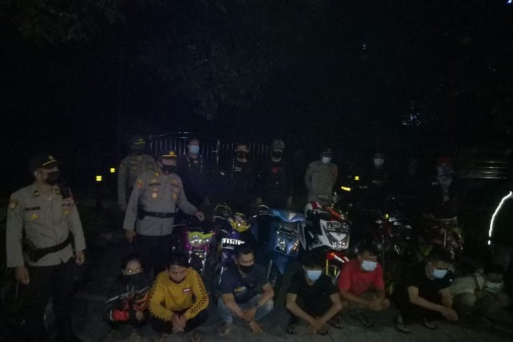 Tujuh pembalap liar dan enam motor berknalpot