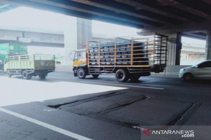 Jasa Marga perbaiki tiga titik Jalan Tol ruas Jakarta-Cikampek