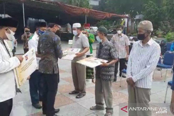 Wali Kota Bogor serahkan bantuan JPS kepada buruh harian lepas