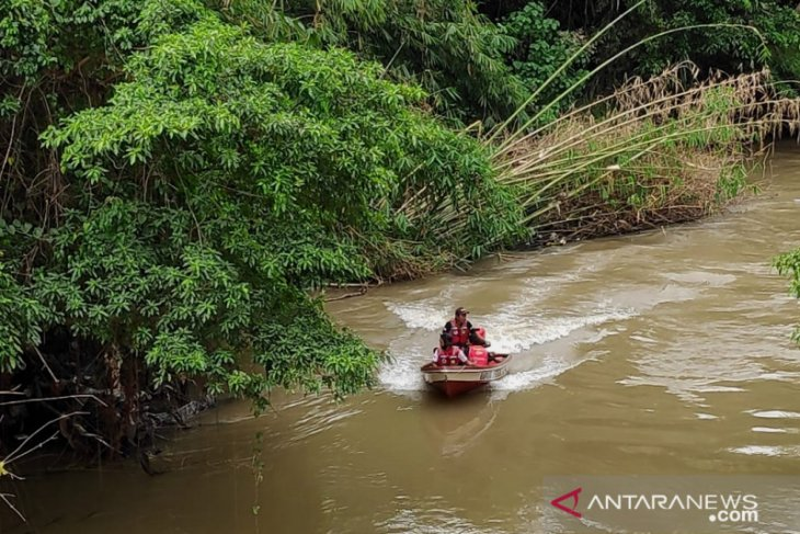 Relawan kemanusiaan di Kalsel cari veteran yang hilang di sungai Tapin