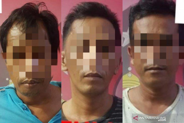 Main judi dadu di malam Ramadhan, tiga warga HST ini malah ditangkap polisi