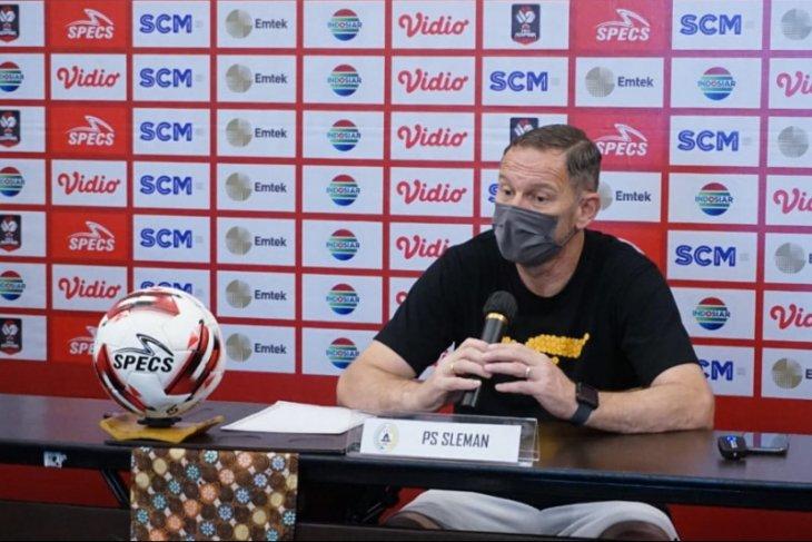 Irfan Bachdim-Gufron tak main lawan Persib