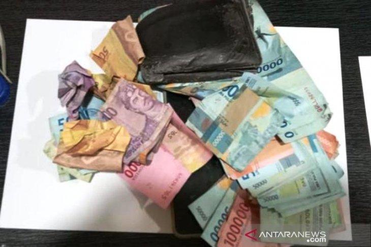 Polisi amankan jutaan rupiah dari tiga agen chip domino di Nagan