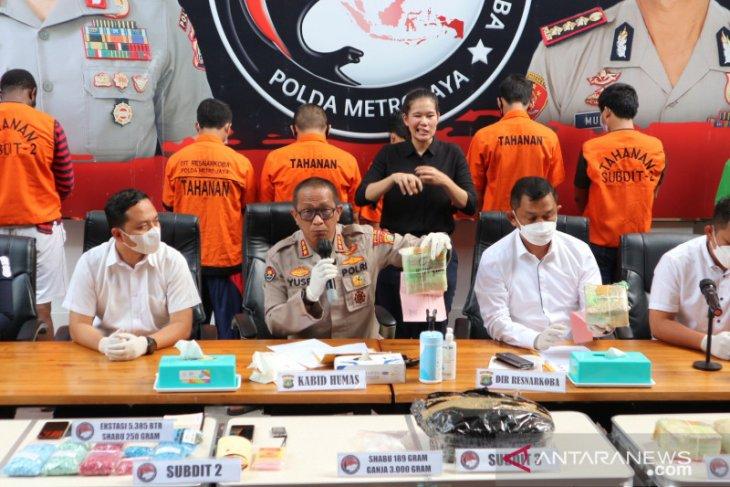 Polda Metro Jaya sita 5,9 kilogram sabu dari kurir narkoba lintas provinsi