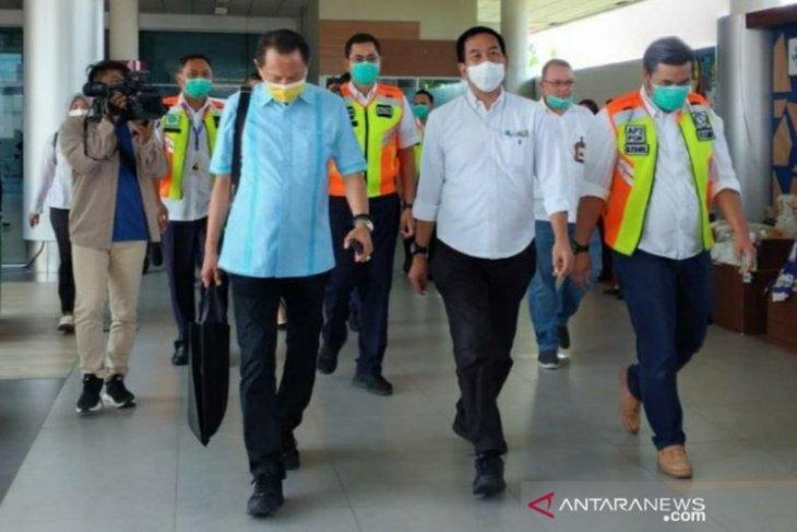 Dirut Angkasa Pura II melakukan pemantauan Genose di Bandara Depati Amir Pangkalpinang