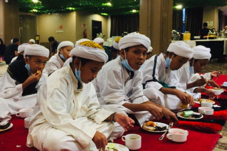 Hotel Maestro Pontianak adakan buka bersama dengan anak pesantren Mu'tasim Billah