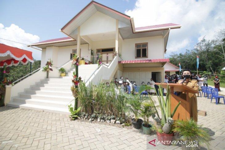 Karolin resmikan Asrama SMFA Santo Yohanes Maria Vianney