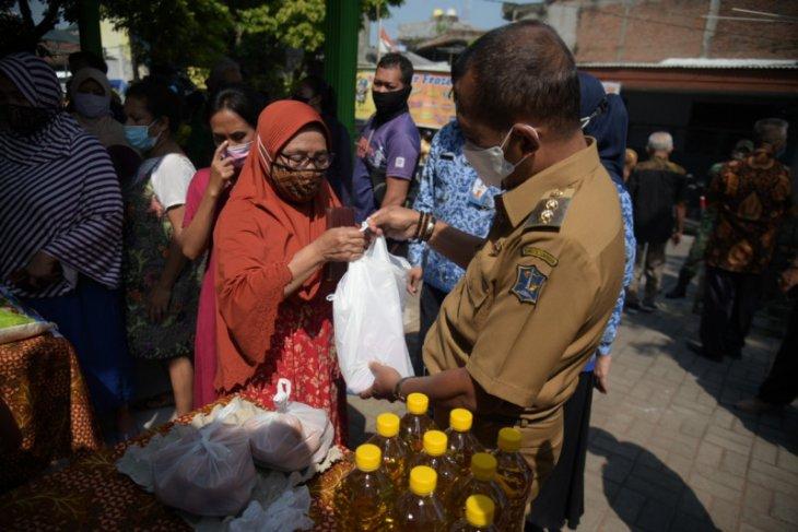 Wawali Surabaya pastikan operasi pasar selama Ramadhan tepat sasaran