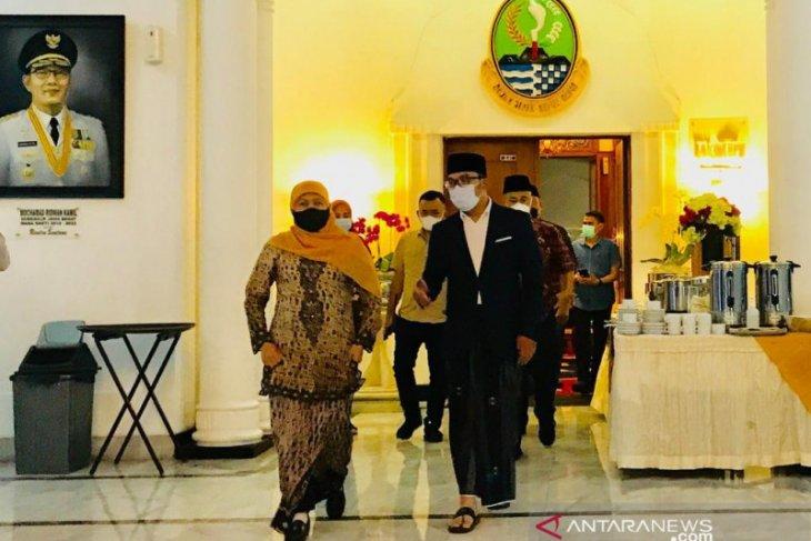 Ini dia sinergi gubernur, Khofifah minta Ridwan Kamil arsiteki masjid di Islamic Center Surabaya