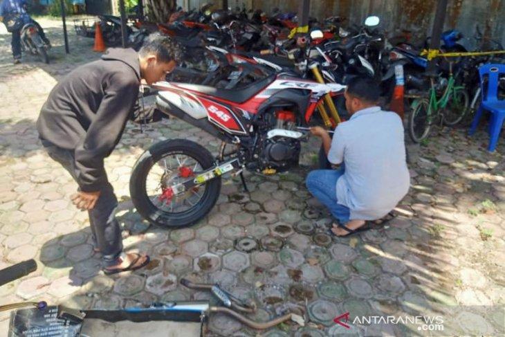 Sejumlah pengendara knalpot racing terjaring razia polisi di Nagan Raya