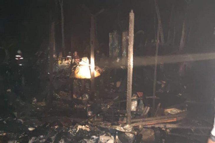 Empat rumah di Desa Ampukung ludes terbakar
