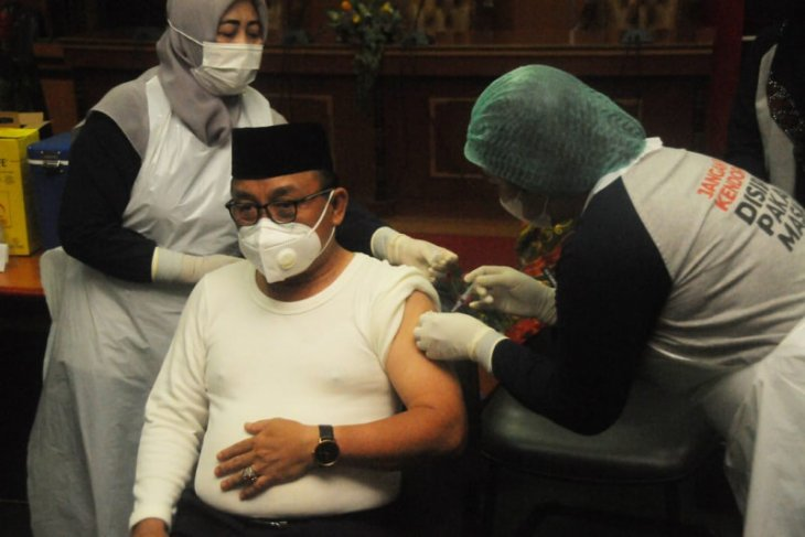 Bupati Tabalong ikuti Vaksinasi COVID-19