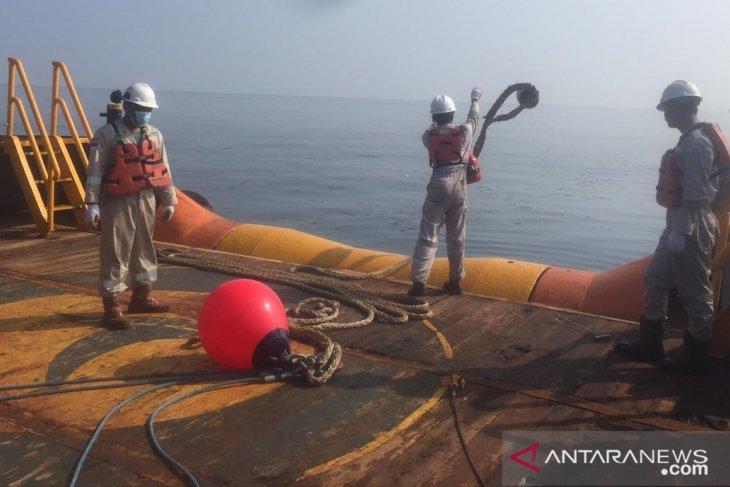 Pertamina kerahkan sejumlah kapal bersihkan sisa kebocoran pipa minyak di Karawang