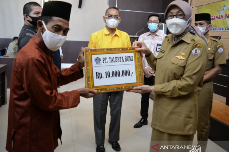 Bupati kembali bagikan bantuan untuk masjid pada Safari Ramadhan 1442 Hijriyah