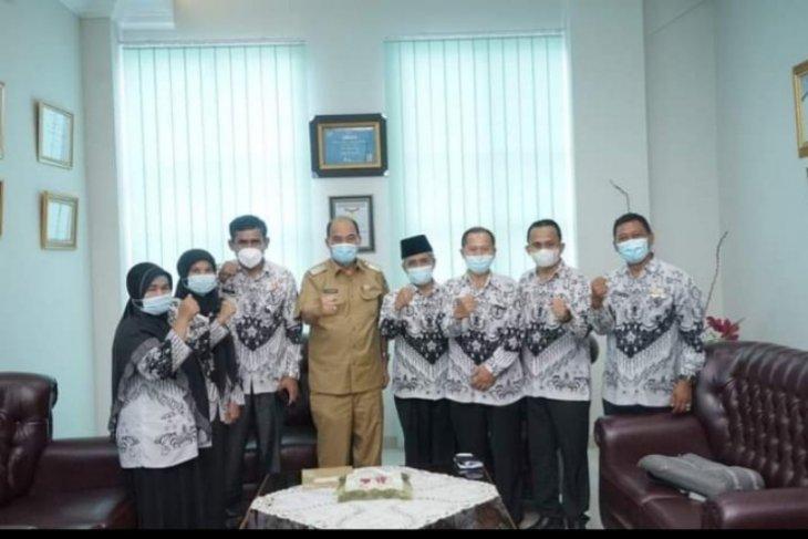 Vaksinasi COVID-19 guru syarat memulai pembelajaran tatap muka