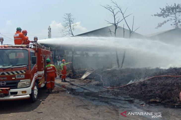 Kebakaran di Gunungputri Bogor masih ditangani petugas meski sudah lebih dari 24 jam