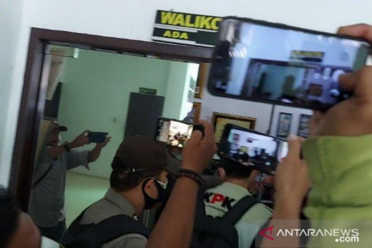 Lanjut ke Balai Kota, KPK geledah ruang kerja Wali Kota Tanjungbalai