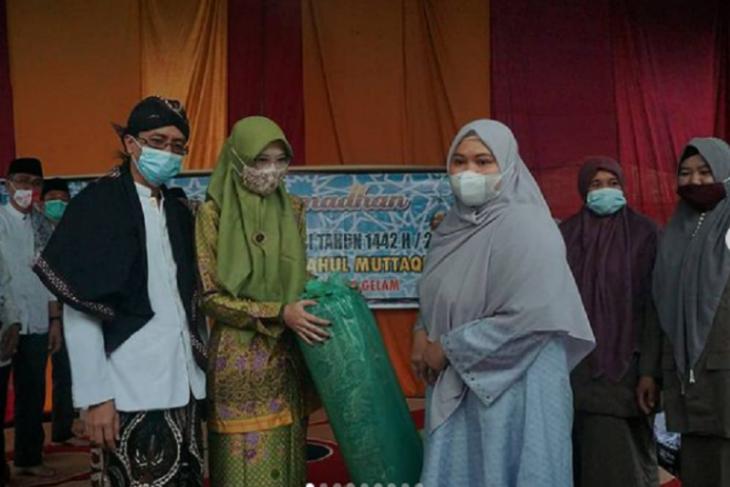 Safari Ramadhan, Bupati Masnah ajak santri disiplin terapkan protokol kesehatan