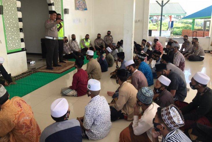 Tingkatkan tertib lalu lintas, ini dilakukan Ditlantas Polda Aceh di pondok pesantren
