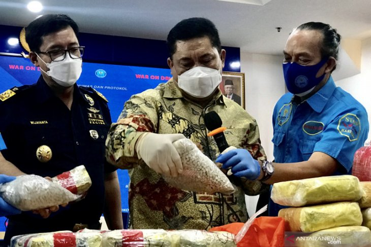 BNN confiscates 212.39 kg crystal meth from Madura-Dumai drug ring