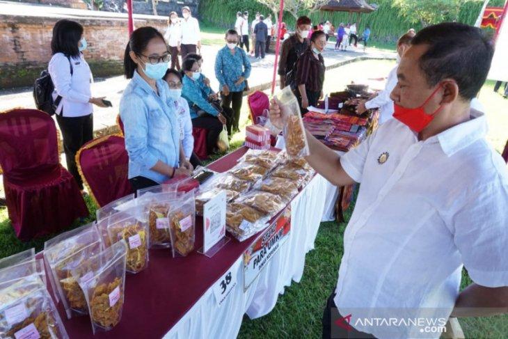 Pemkab Karangasem adakan Pasar Gotong-Royong Krama Bali jelang hari raya