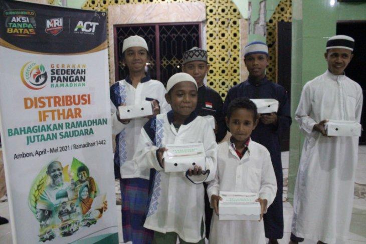 ACT-MRI Maluku bagikan takjil gratis di Kota Ambon