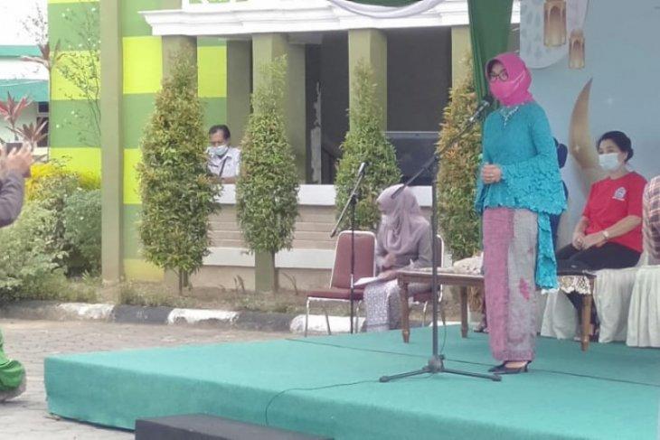 Bahasan: Kaum ibu berperan berikan edukasi prokes bagi keluarga