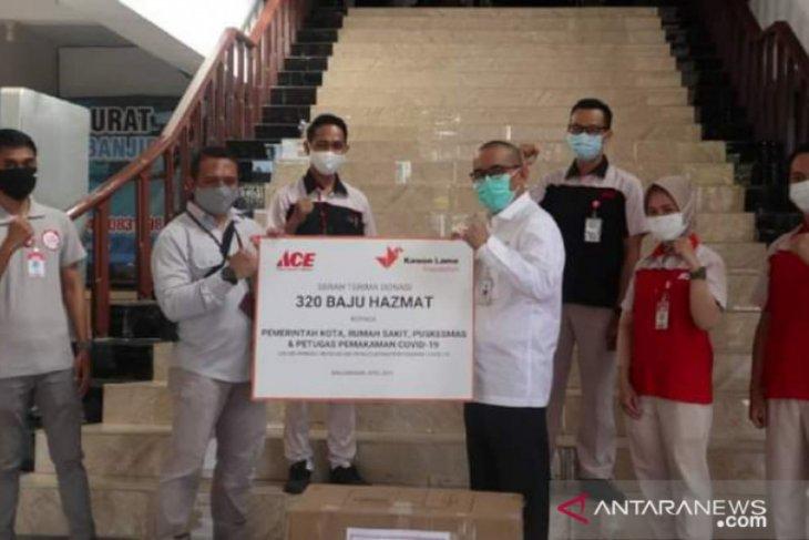 Tenaga kesehatan Banjarmasin dapat bantuan ratusan baju hazmat