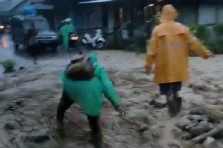 Hujan deras sebabkan banjir dan longsor di Kabupaten Lebong