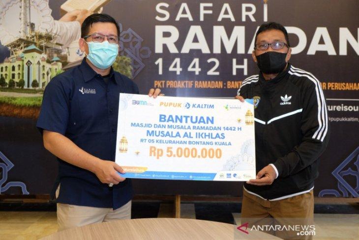 Safari Ramadan 1442 H, PKT Salurkan Bantuan Operasional Bagi Masjid dan Musala Sekitar Perusahaan