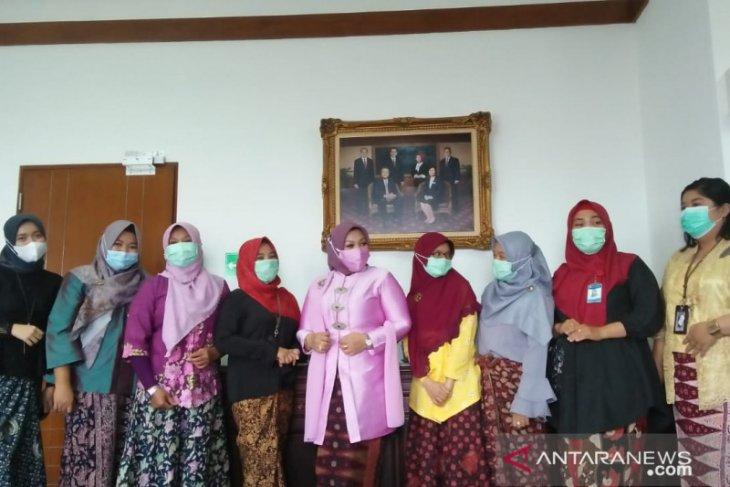 Peringati hari Kartini pegawai BI Jambi dukung pelestarian batik Jambi