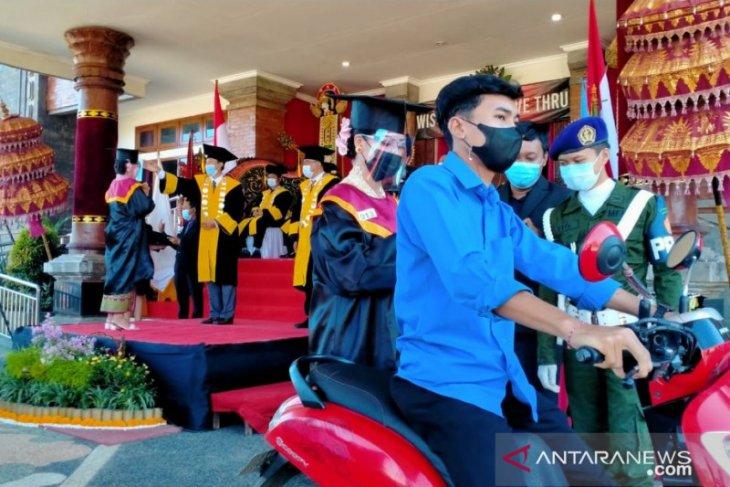 68 mahasiswa STAHN Mpu Kuturan Singaraja diwisuda secara lantatur
