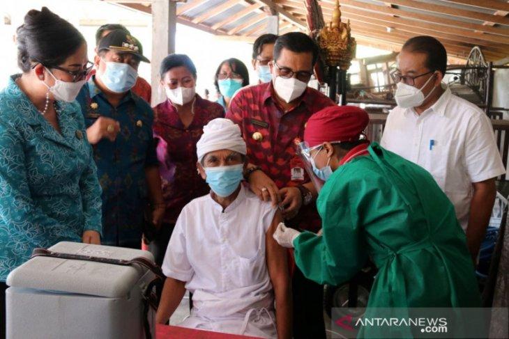 Hari Kartini, PKK Tabanan gratiskan 120 dosis vaksin bagi Lansia