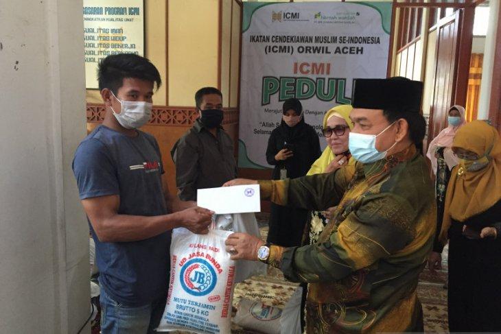 ICMI Aceh salurkan 150 paket sembako bagi fakir miskin dan anak yatim