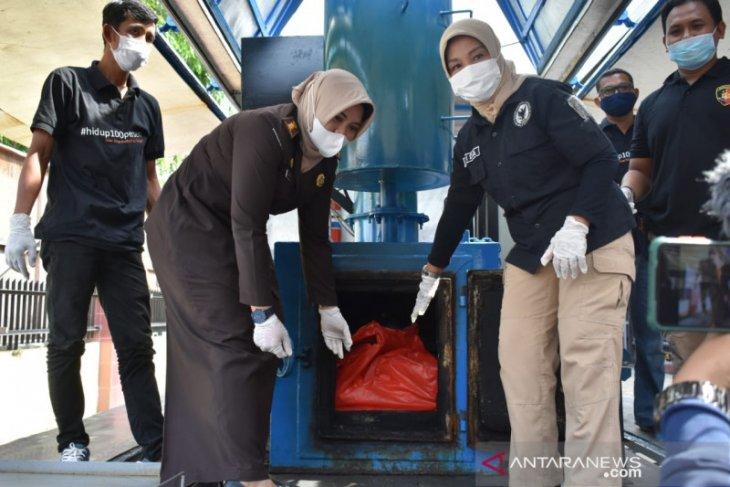 Polda Kalbar musnahkan barang bukti sebanyak 53,6 kilogram sabu