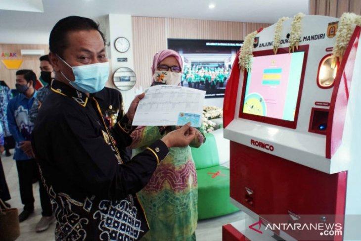 Warga Banjarbaru cetak KTP lewat ADM di Mal Pelayanan Publik