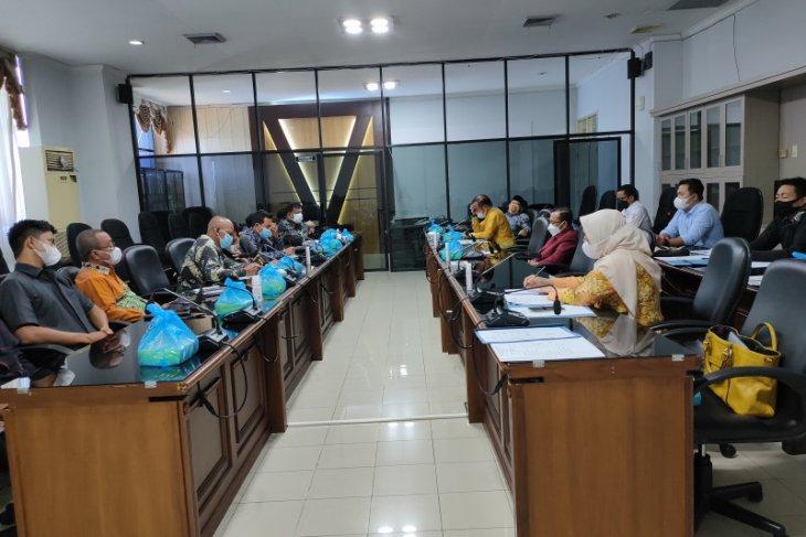 Wakil rakyat HST dan Kotabaru konsultasikan LKPj dengan DPRD Kalsel