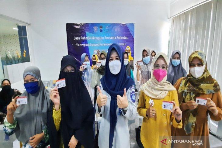 Jasa Raharja bagikan 45 SIM gratis bagi wanita di Hari Kartini
