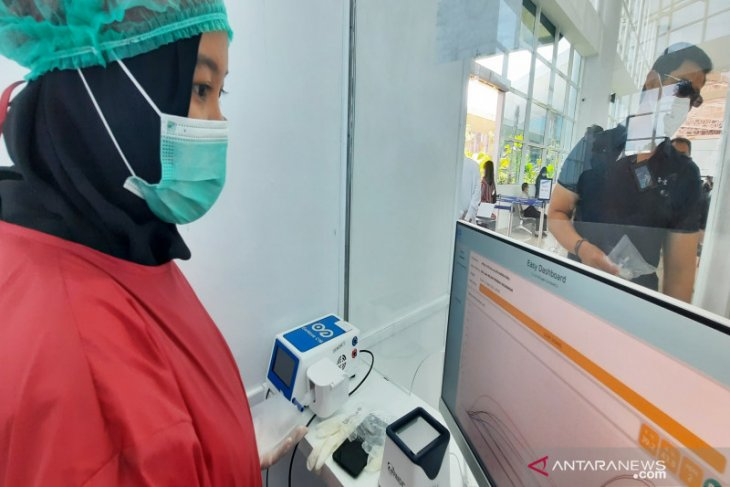Every day Syamsudin Noor prepares 300 GeNose test bags