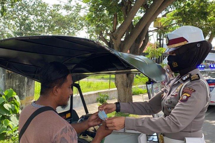 Operasi Otanaha 2021 Polda Gorontalo bagi masker dan imbauan tidak mudik