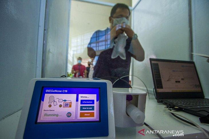 Simulasi Layanan GeNose C19 di Bandara Syamsudin Noor